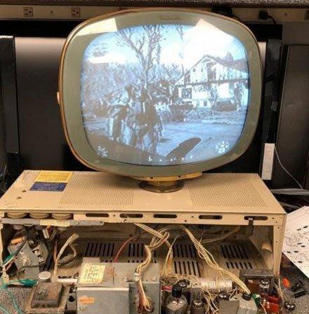 有人用50年代古董电视玩《辐射4》