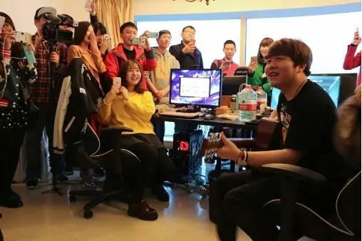 LPL开放日IG篇:豪华江景基地 Rookie生日派对