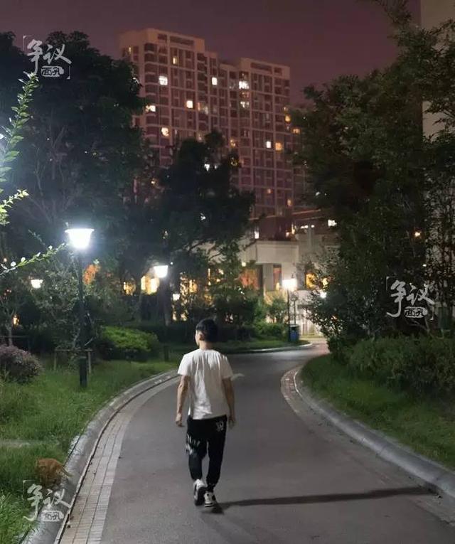 生活中,熊大其实依旧是一个普通人,走在路上,没有人知道他的名气或挫折。