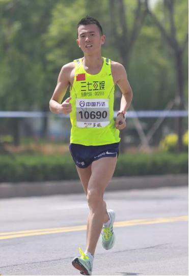 三七互娱刘路峰摘国内男子马拉松冠军