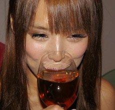 重口味!日本萌妹纸被骗喝韩国香粪酒