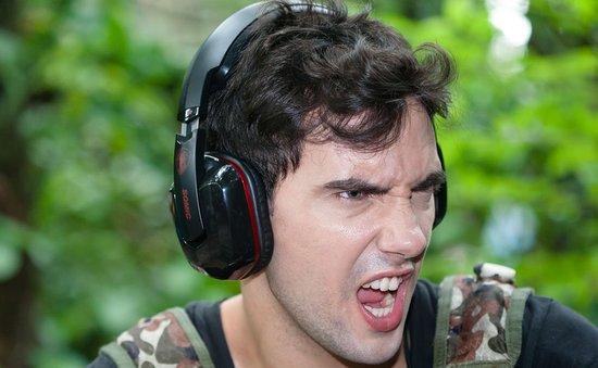 边看DOTA2比赛边竞猜 赢取精美游戏耳机