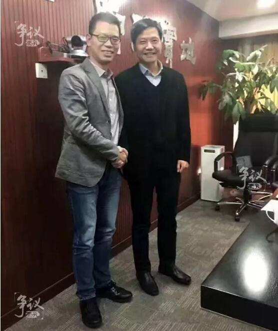 12月5日,邹涛出任金山集团CEO的正式仪式上,和雷军合影留念