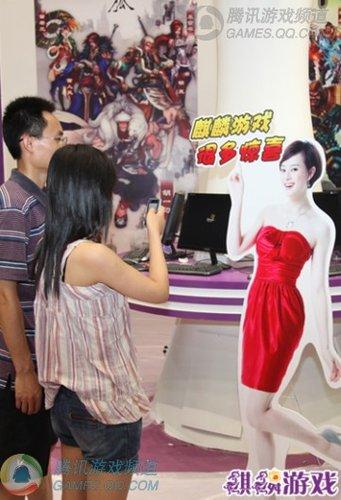 孙俪现身2010年麒麟ChinaJoy展台引围观