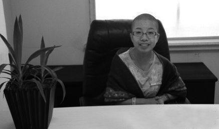 80后女校长帮学生戒网瘾未成功 兑现承诺剃光头
