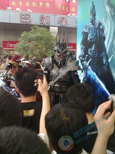 玩家实拍29号上海万达广场WOW表演 巫妖王现身
