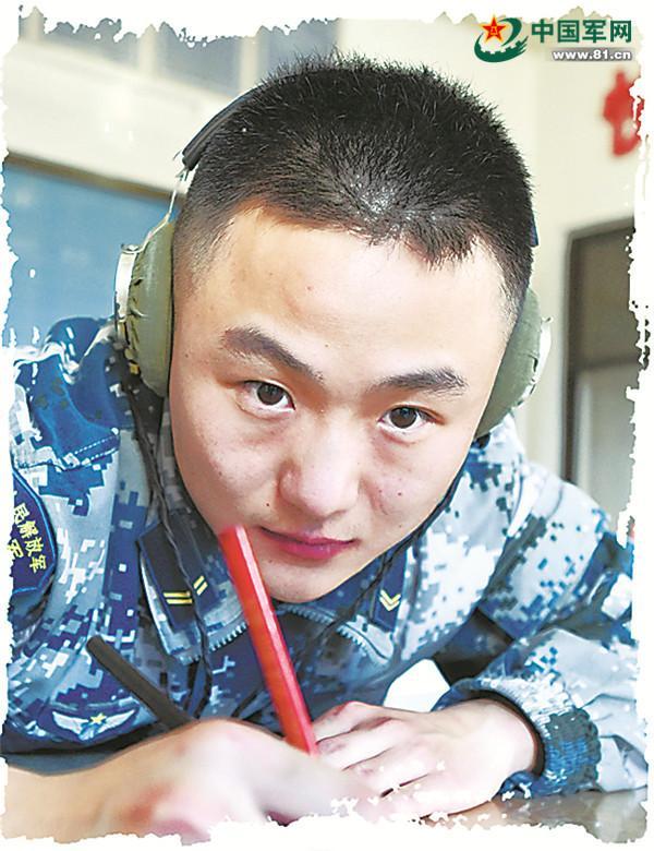 "LOL钻石玩家成解放军""辨鹰兵"" PK掉40雷达兵"