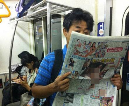 洋葱新闻:日本妇女调教网瘾丈夫出绝招 美女穿成这样做主持