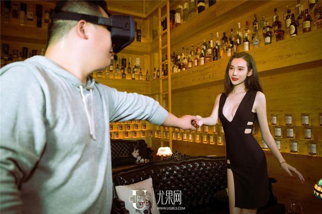 """土豪玩""""VR女友""""被套路:充值200可穿比基尼"""