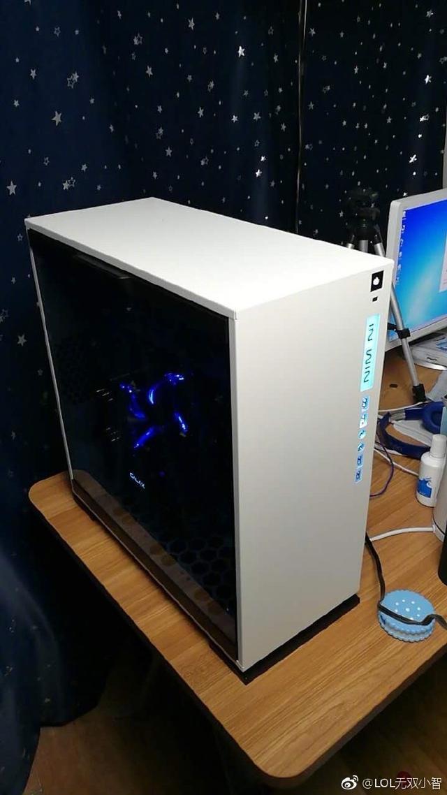 说好的13万呢?小智新电脑显示器完爆其他主播