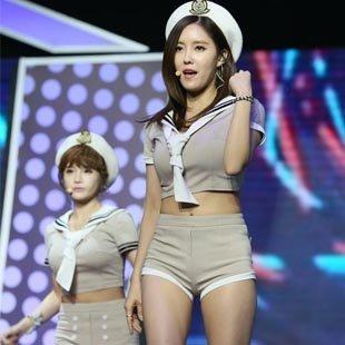 颜值高身材好 韩国女团T-ara引爆全场
