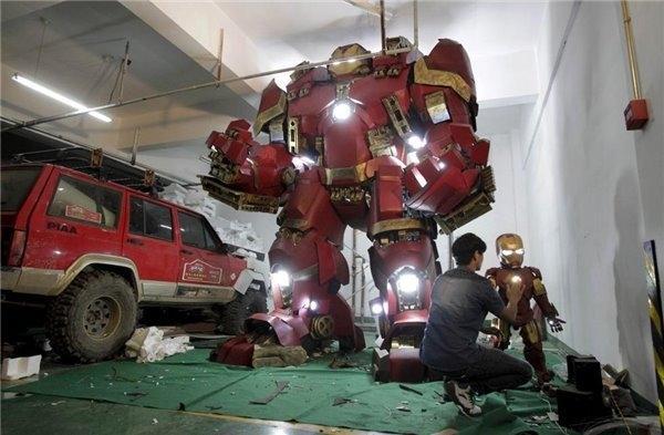教师自制复仇者联盟2钢铁侠战甲 重达400斤