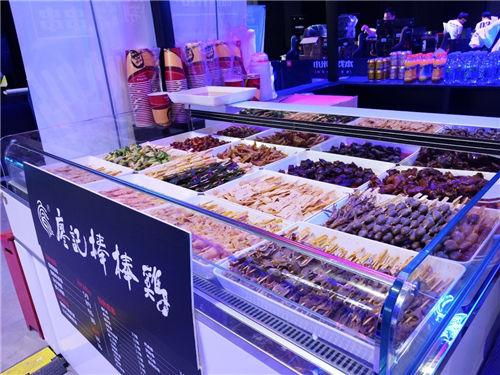 """战旗LanStory成都站:百人观赛千人吃""""鸡"""""""