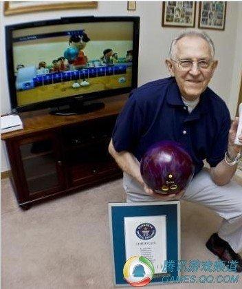 85岁老翁成功刷新Wii保龄球吉尼斯纪录
