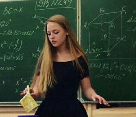 洋葱新闻:俄美女教师成网红 变态学长强迫学弟脱内裤学妹脱内衣