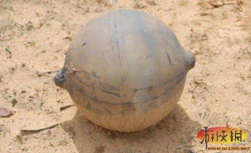 天降金属球非洲纳米比亚砸出4米宽大坑_游戏_腾讯网