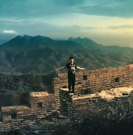 Uzi长城宣传片,这一幕真扎心