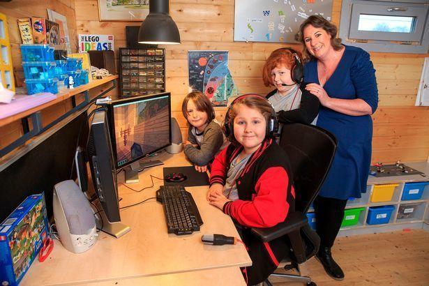 不上学不考试!母亲让3个孩子每天玩游戏7小时