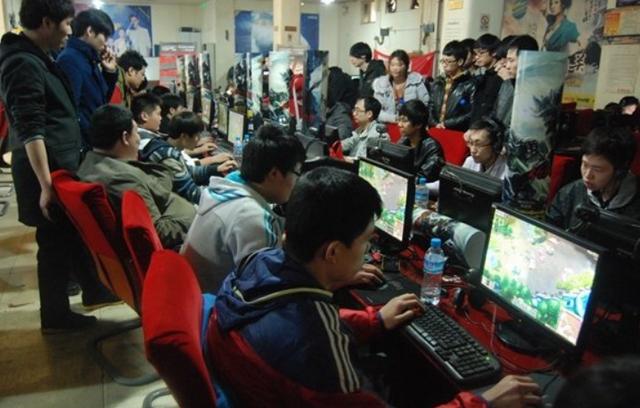 有话题第121期:当你在网吧玩游戏时,会关心周围的人吗?