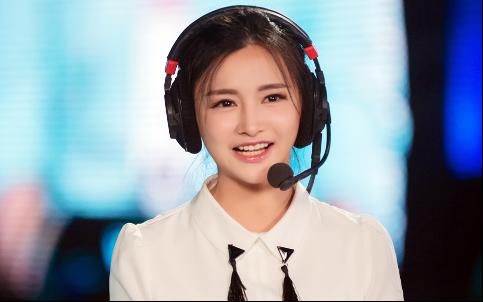 """2016中国游戏风云榜""""年度人气电竞主播""""得主之一:Miss"""