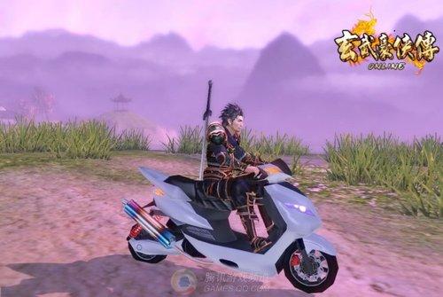 玄武豪侠传台服开商城 古装角色骑摩托车