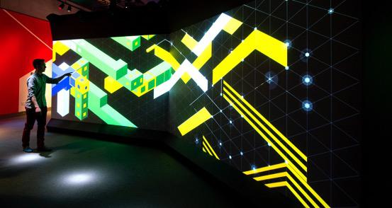 《巨型魔方》:吉尼斯记录最大魔方。运用航天材料和电磁石制作,可用小魔方自由操控 一个需要智商才能愉快玩耍的展览 突破未知领域, 超越巨型魔方:观众走进入口即进入高科技感应区,数字大屏幕上不断变化的几何色块用舞动的方式回应每一个人身体的运动;机器人是一个必然的亮相——科技届对魔方机器人的研发自魔方问世后就开始了,此次展览所展示的机器人不仅可以破解任何魔方,还能模拟人的动态,与人灵活互动。尤其值得一提的是,创下吉尼斯记录的全球最大魔方,高达3.
