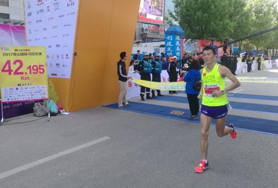 """泰山马拉松开跑 三七互娱""""跑男""""队长创佳绩"""