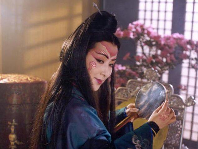 东方不败:为当主角我自宫了 却被令狐冲抢了