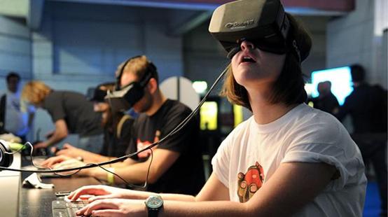 玩VR游戏怕晕眩?哥大教授找到了解决之道