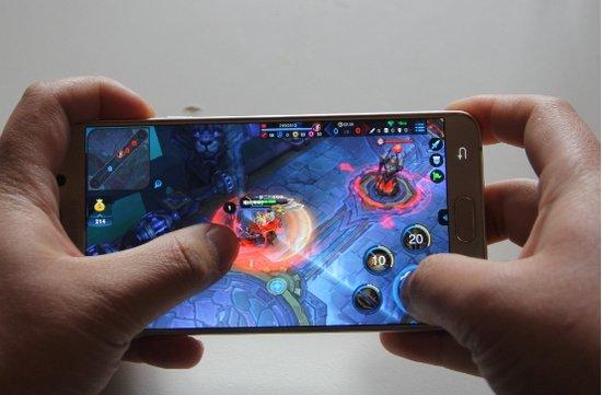竞技类手机游戏强配 夜神安卓模拟器