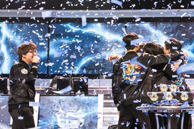 LOL电竞画像:奖牌你先等等 让我们先抱抱