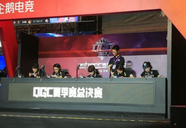 QGC王者荣耀半决赛:RNGM让一追二战胜辉耀