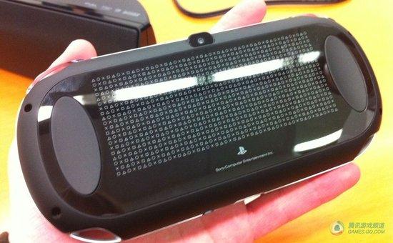 现场试模:别看PSP2个头大实际上很轻