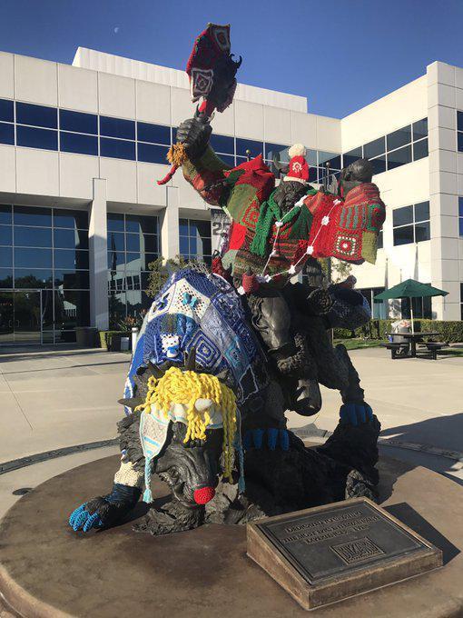 圣诞节快乐!暴雪员工恶搞总部狼骑兵雕像