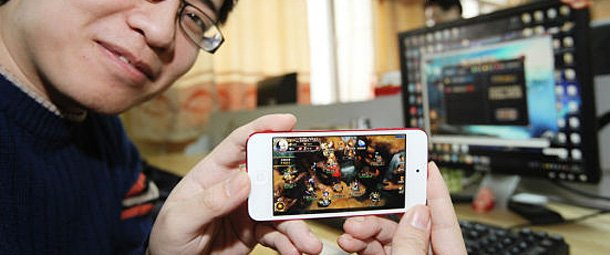 网游巨头抢食手机游戏:没5款手游不好意思见人