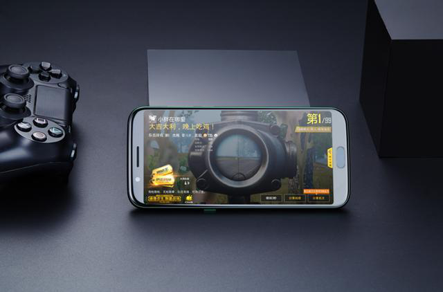 """游戏手机的音效黑科技 跟队友随时保持""""语音联系"""""""