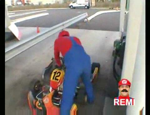 真人版《超级马里奥赛车》搞笑视频
