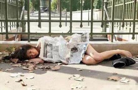 洋葱新闻:大学优秀毕业生放弃考研 街头乞讨竟然为了……