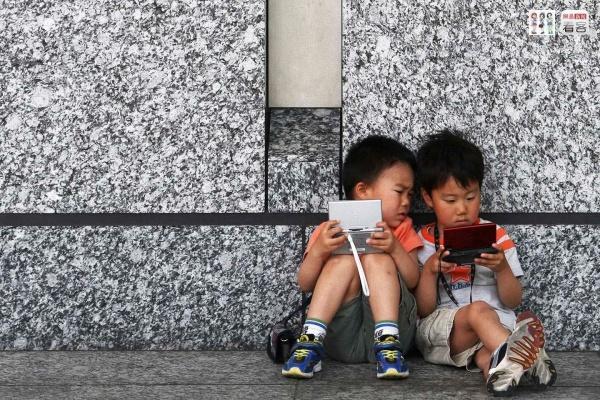 玩游戏机成瘾 香港8岁男童近视一夜增300度