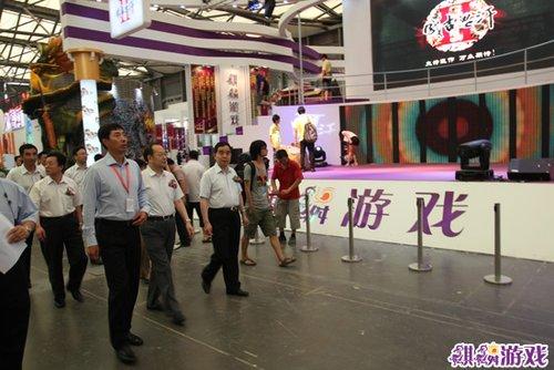 第8届CJ29日开幕 版署领导参观麒麟游戏展区