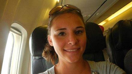 洋葱新闻:27岁美女飞机上调戏19岁女子 还做了这个动作