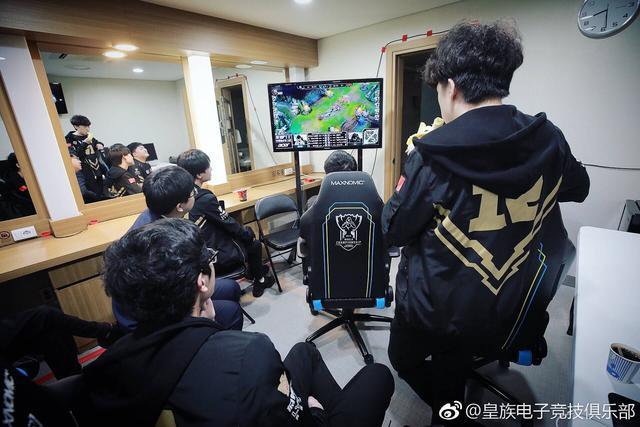 """RNG晒观战IG休息室照 """"四保一""""经典战术被还原"""