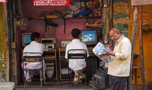 看完中国网吧,再看看印度网吧,就知道差距有多大!