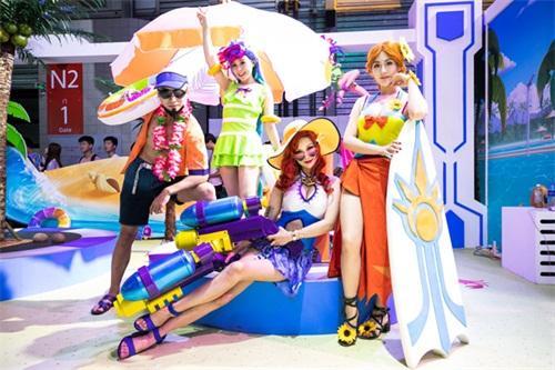 ChinaJoy2018:《英雄联盟》泳池派对主题展区 大区最美小姐姐首秀