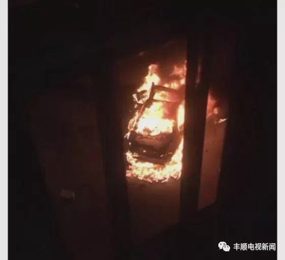 惨烈!今晨梅州小车撞护栏起火司机被烧死