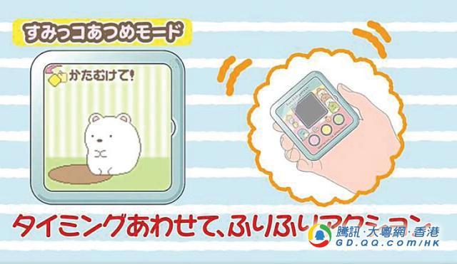 """樱花妹在手上养""""萌宠物"""" 手机要阁在一边了"""