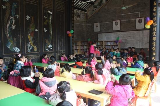 华美广州市乡村儿童活动中心(花都区点)的支教老师给