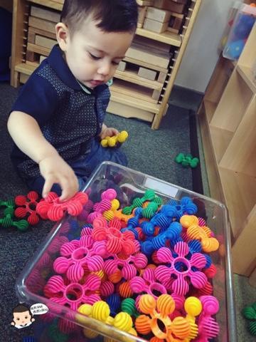 """小孩每天重要的课题,便是""""玩"""""""