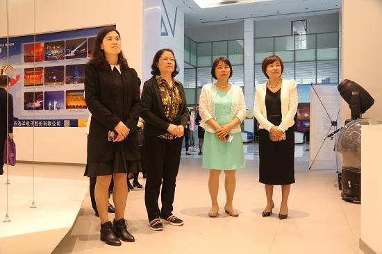 省、市妇联到番禺区调研家风建设