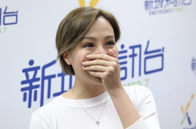 甄咏珊谈旧情伤心落泪图片